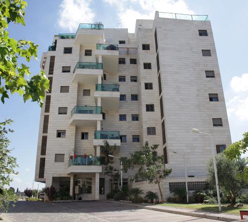 בניין מגורים יוניברסל יעקבי